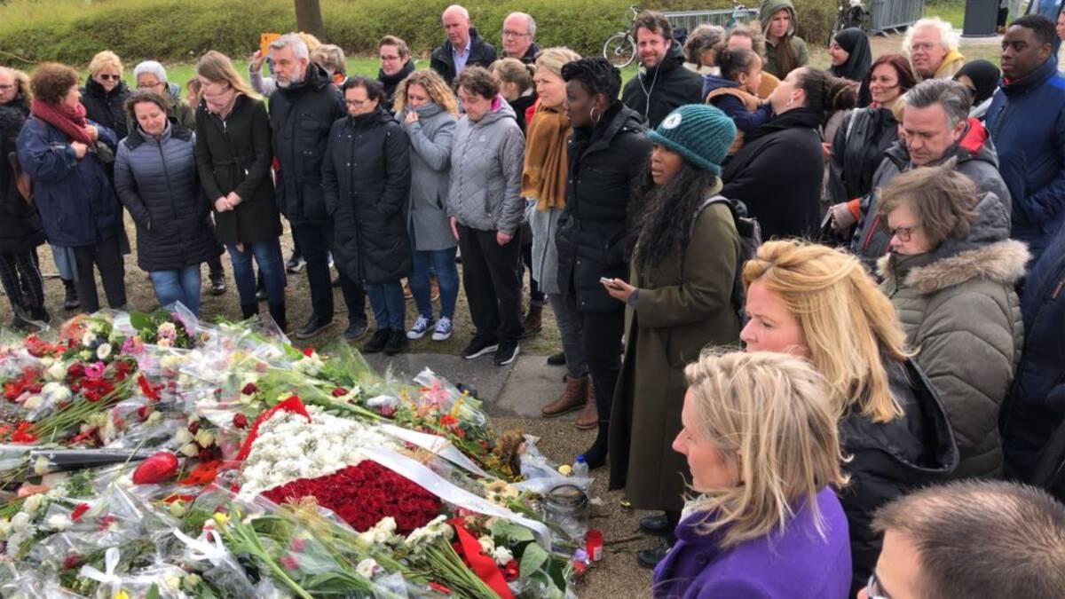 Slachtoffers Utrecht week na aanslag 24 Oktoberplein herdacht