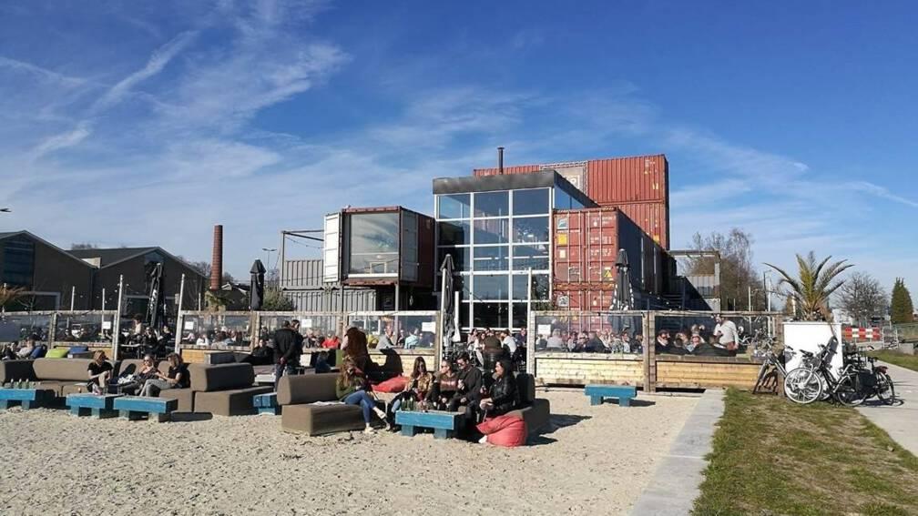 Bekijk details van 'Apeldoorn aan Zee' is al realiteit; steeds meer strandpaviljoens in binnenland