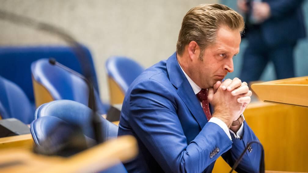Minister De Jonge: stop met maagdenvlieshersteloperaties