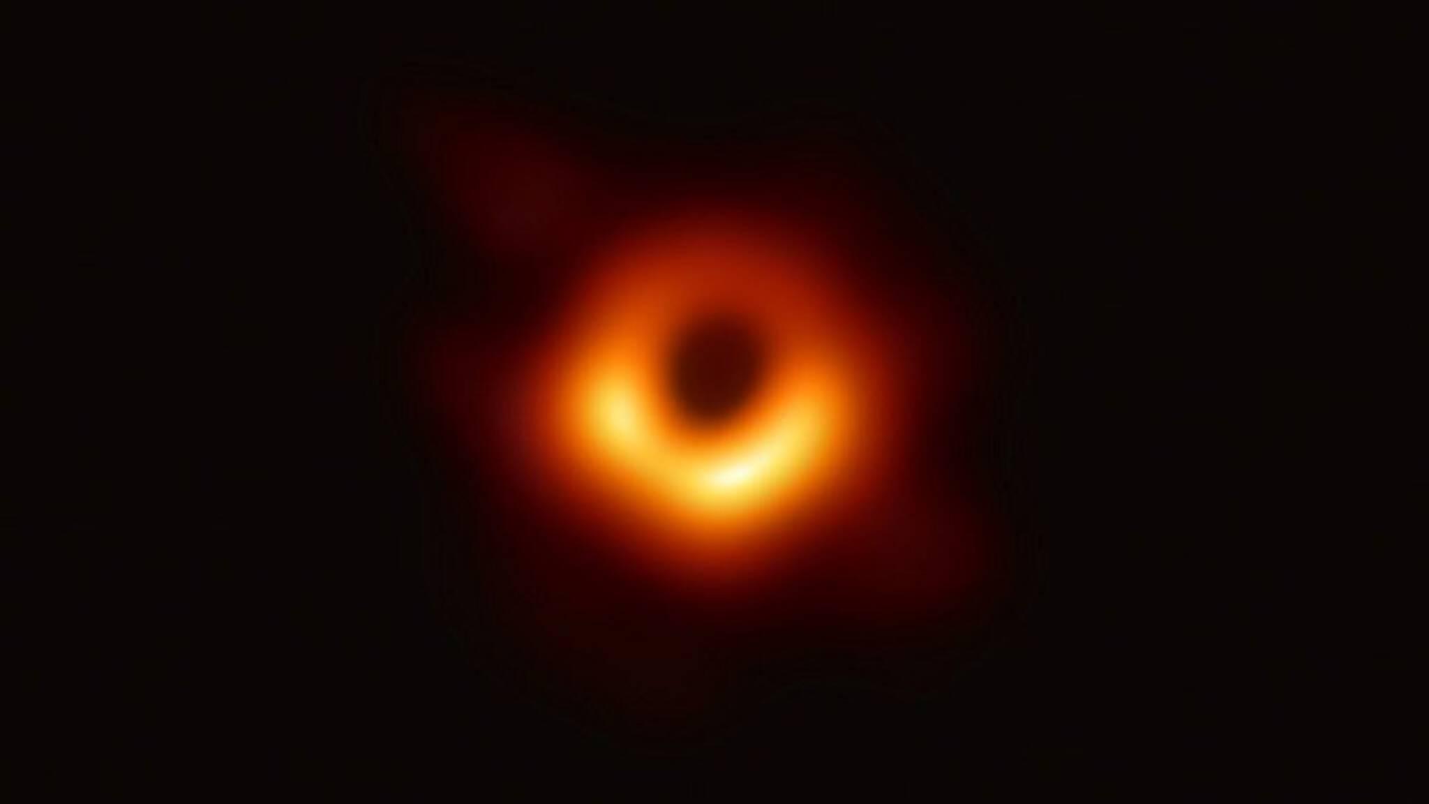 Eerste foto van zwart gat: 'Vergelijkbaar met Columbus of maanlanding'
