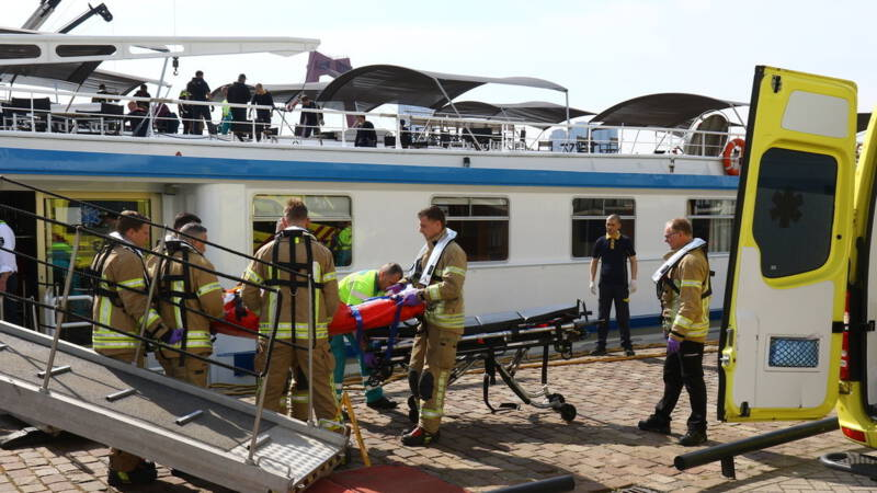 Gewonden bij botsing cruiseschepen op de Nieuwe Maas.