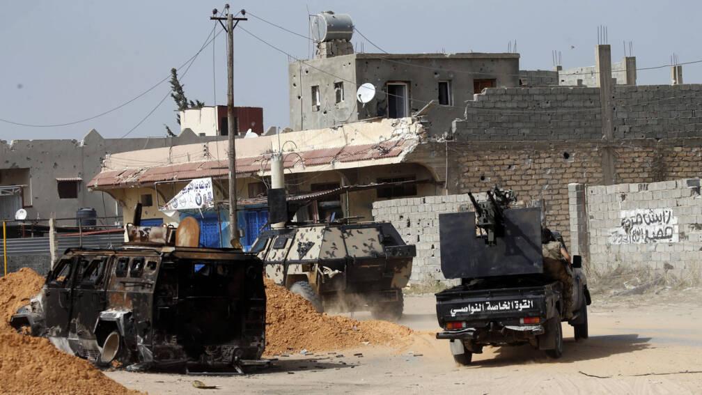 Bekijk details van Gevechten ten zuiden van Tripoli, luchthaven op slot