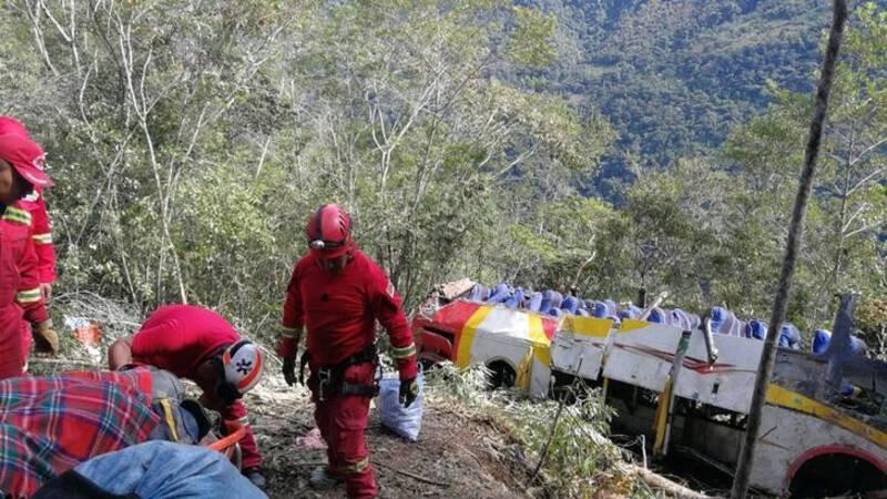 Zeker 25 doden bij busongeluk Bolivia.