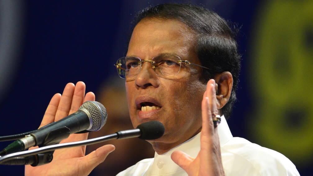 Bekijk details van President Sri Lanka haalt bezem door legertop