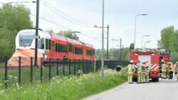 Dode bij aanrijding auto met trein in Leerdam.
