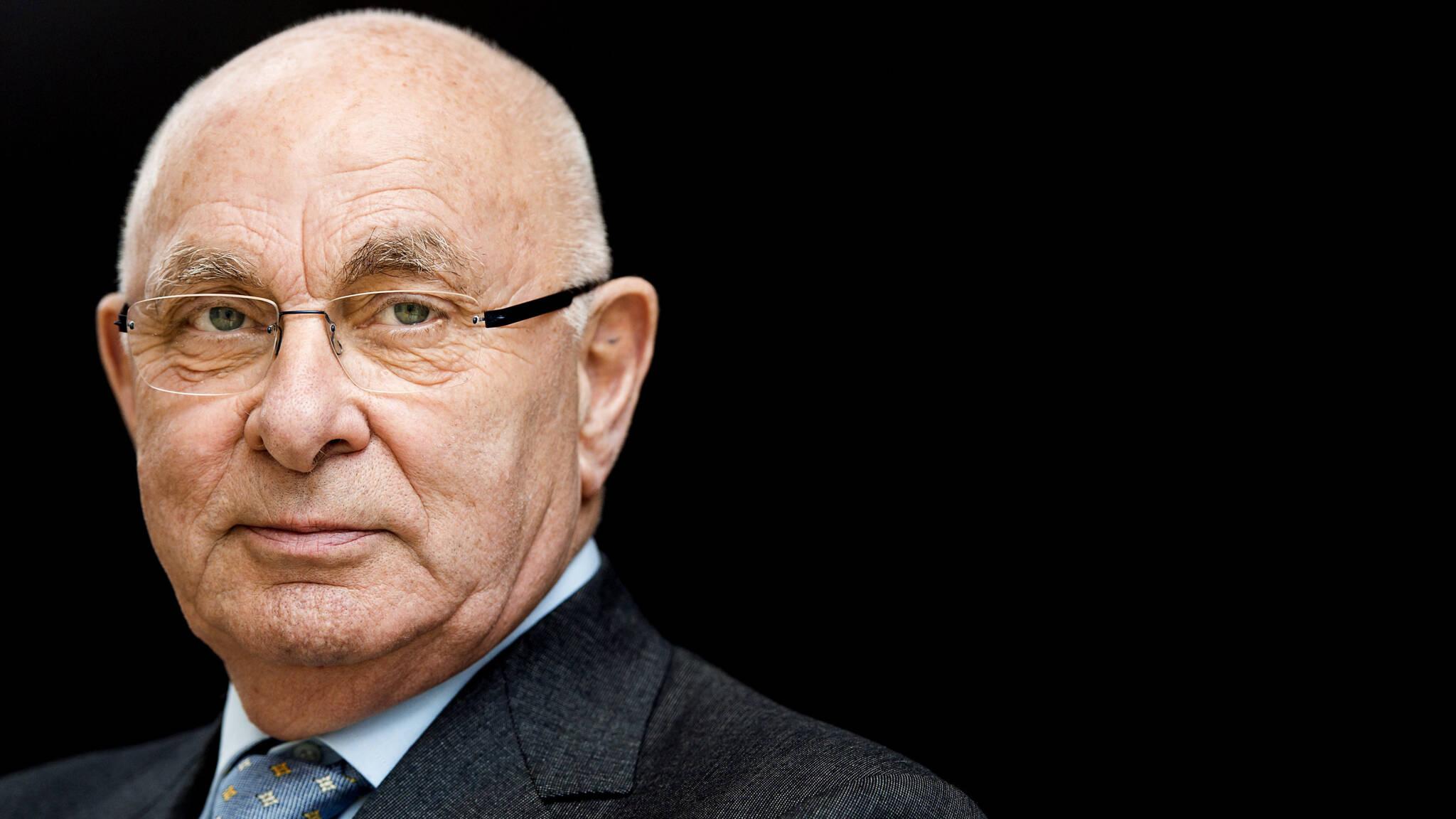 Knvb Chef Van Praag Clubs Raden Homos Af Uit De Kast Te