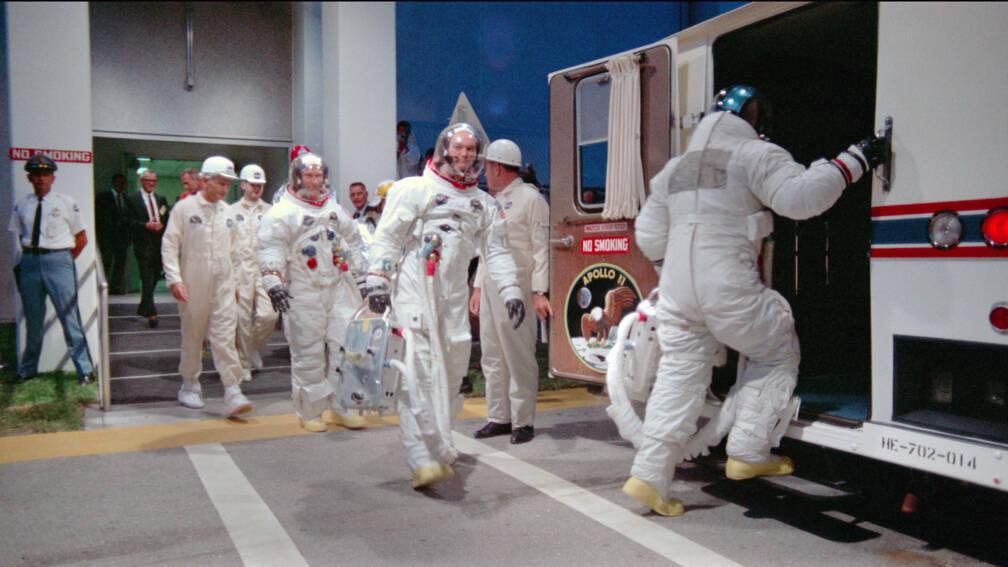 Bekijk details van Terug naar de maan met Neil en Buzz, maar nu in HD