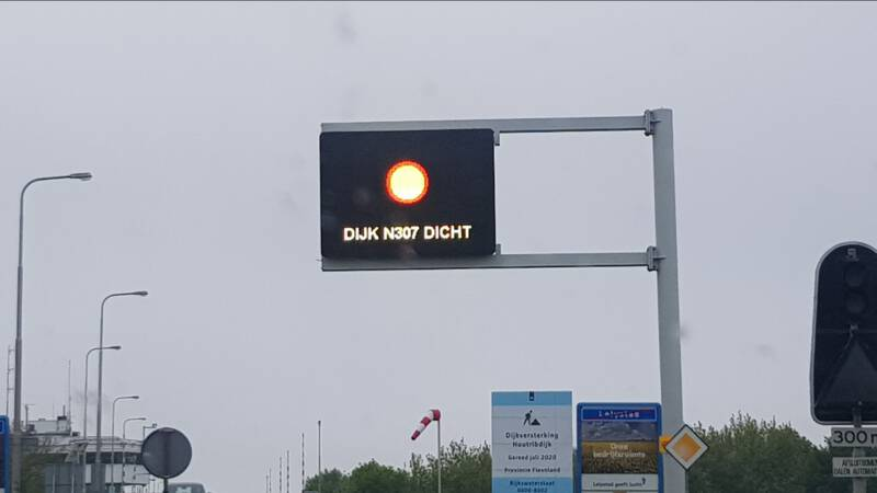 Dodelijk ongeval op Markerwaarddijk in Lelystad: weg tot 12 uur volledig dicht.