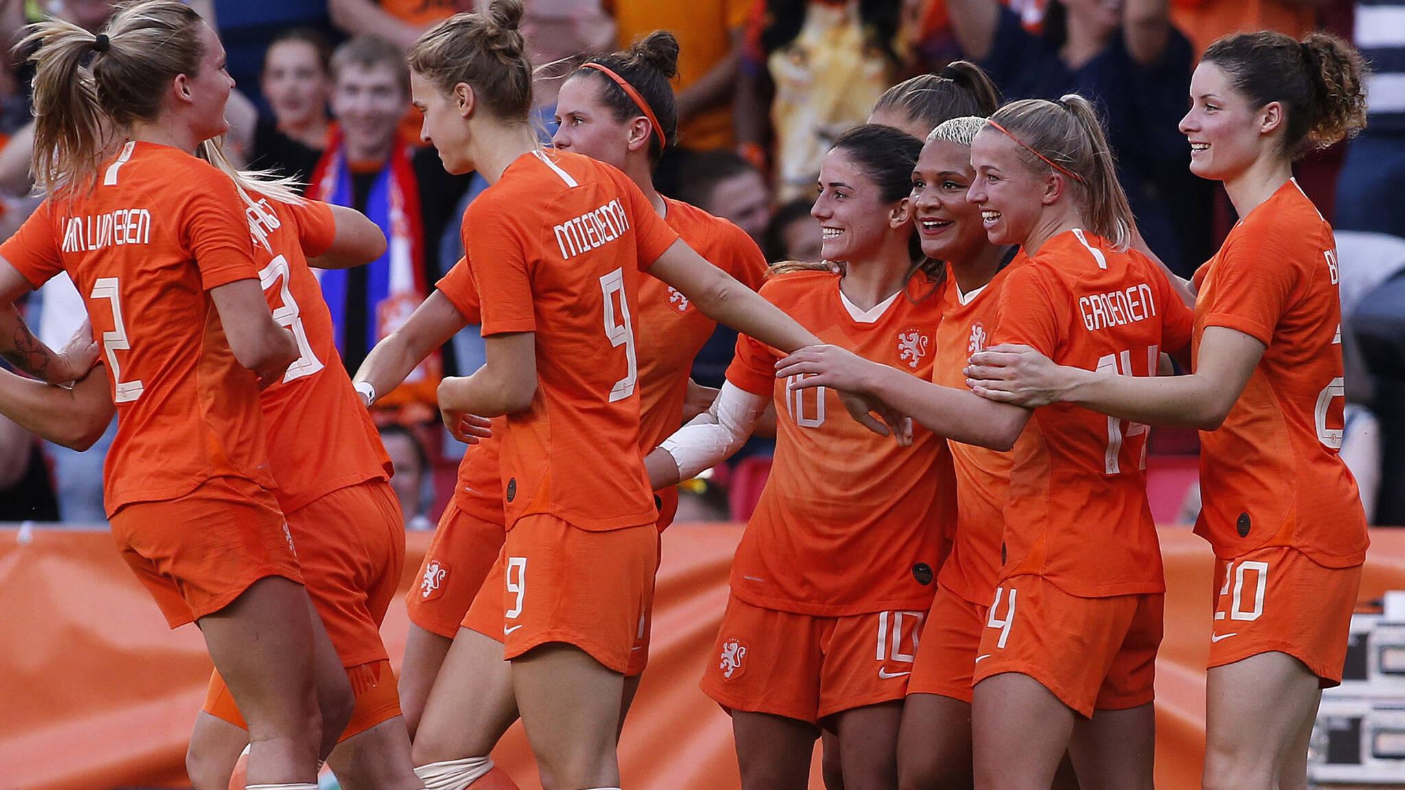 vrouwenvoetbal levert speelsters steeds meer op maar er