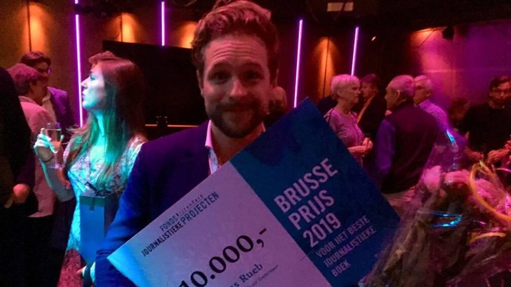 Bekijk details van Thomas Rueb wint Brusseprijs met boek over Laura H.