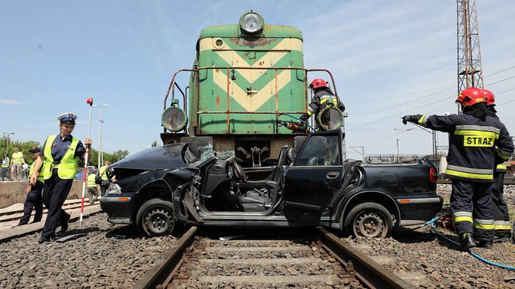Bekijk details van Vijf doden bij botsing tussen trein en auto in Polen