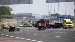 Lange file door ongeluk op A2 bij Holendrecht.