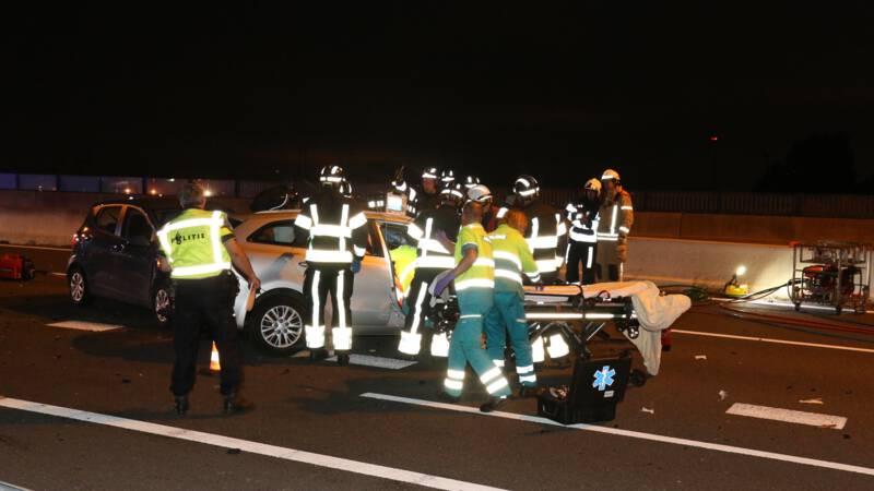 Vrouw overleden bij ongeval op A15 bij Rotterdam, mogelijke spookrijder.