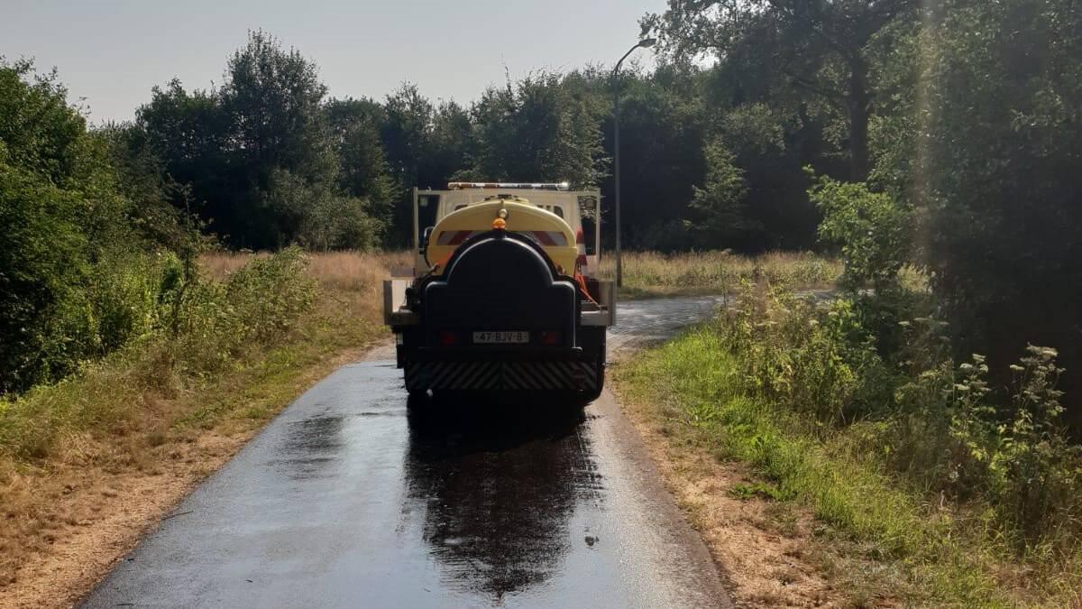 Code oranje voor 'extreme hitte', asfalt in Drenthe gekoeld