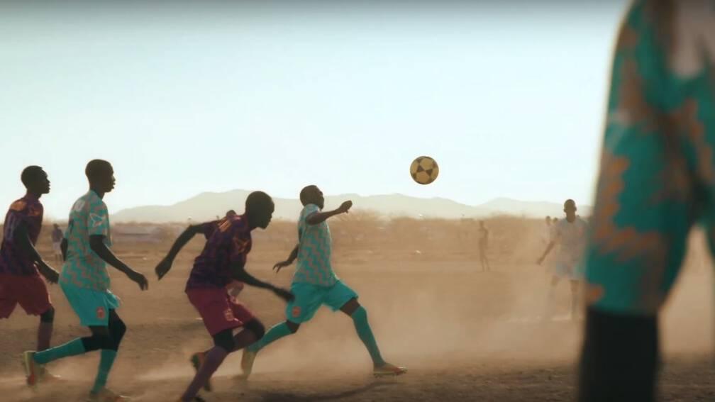Jan (33) zet sportclubs op in vluchtelingenkampen