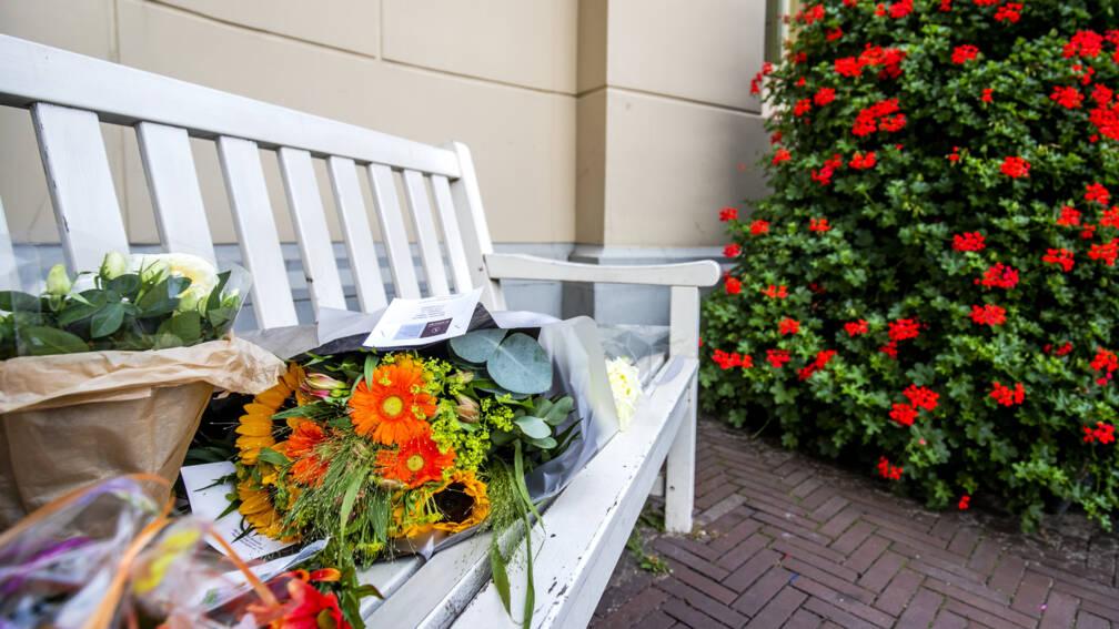 Bekijk details van Bloemen voor prinses Christina bij Paleis Noordeinde