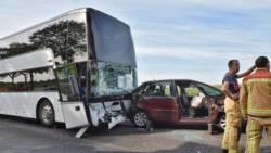 Zeventig kinderen betrokken bij busongeluk op A58, groep zo goed als ongedeerd.