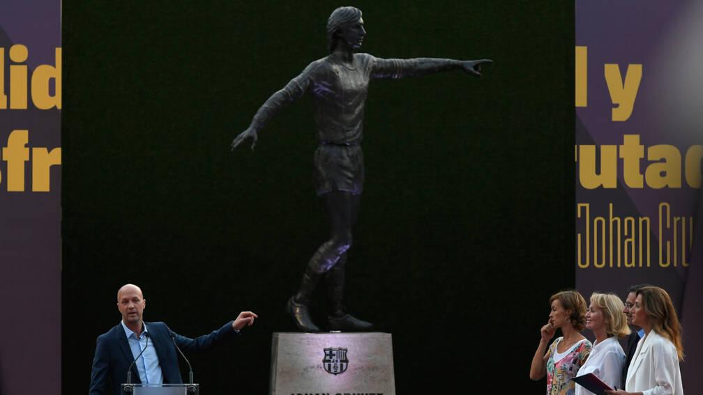 Standbeeld Van Johan Cruijff Onthuld Bij Fc Barcelona Nos