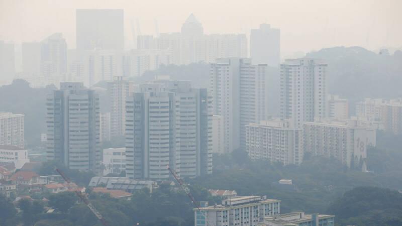 Dikke smog in Singapore door bosbranden op Sumatra