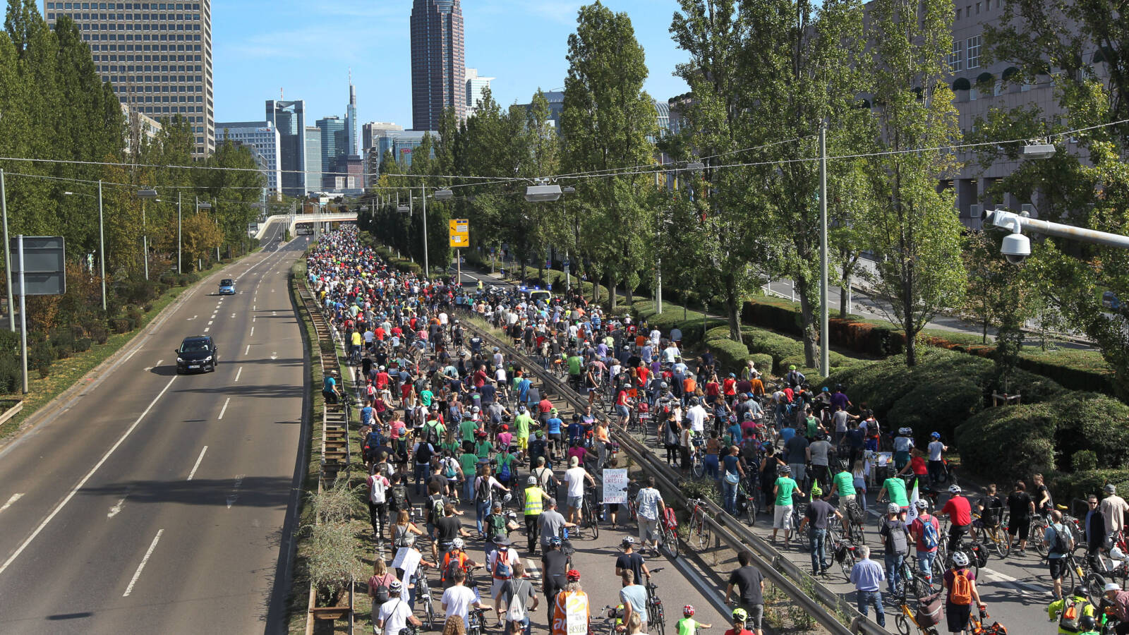 Thousands of cyclists on their way to protest against car corporations' pollution in Germany, AFP photo
