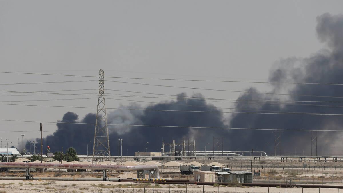 Forse stijging olieprijzen na aanvallen op Saudische olie-installaties