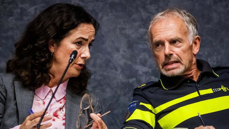 Amsterdam Vreest Voor Politiecapaciteit Als Kabinet Strijd