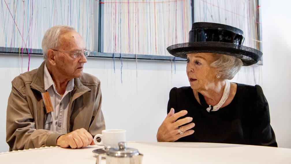 Prinses Beatrix aanwezig bij 75ste herdenking razzia Putten