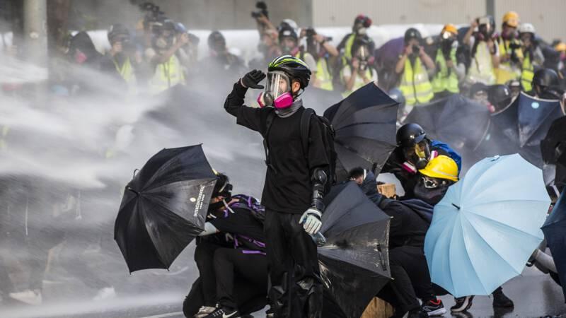 'Alleen met een masker houd je het vol in de frontlinie van Hongkong'