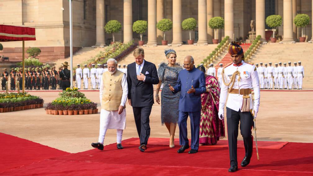 Staatsbezoek India begint met 21 saluutschoten en bezoek aan monument Gandhi