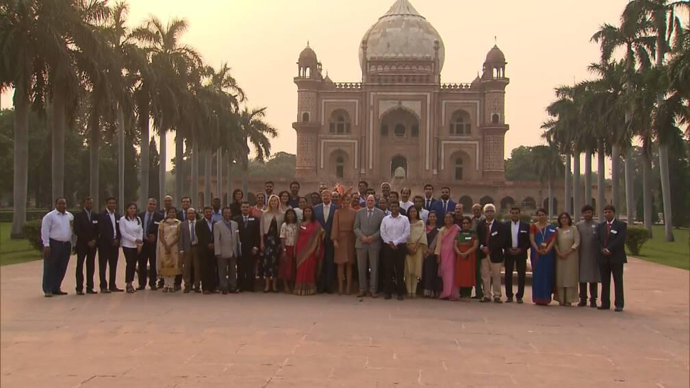 Koning spreekt Indiërs die in Nederland studeerden: 'Ik zag de prins fietsen'