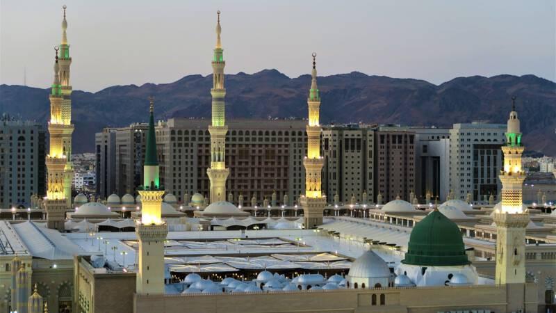 Tientallen doden bij busongeluk in Saudi-Arabië.