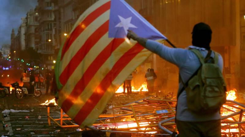 Zeker vijftien arrestaties na avond vol rellen in Barcelona