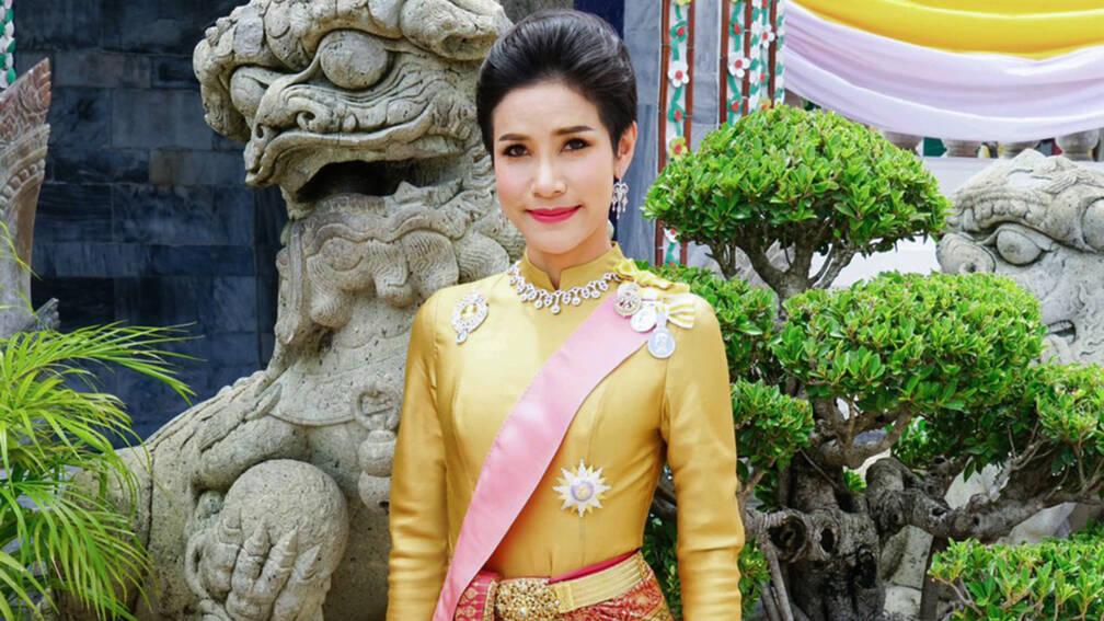 Bekijk details van Officiële minnares Thaise koning raakt rang en titels kwijt
