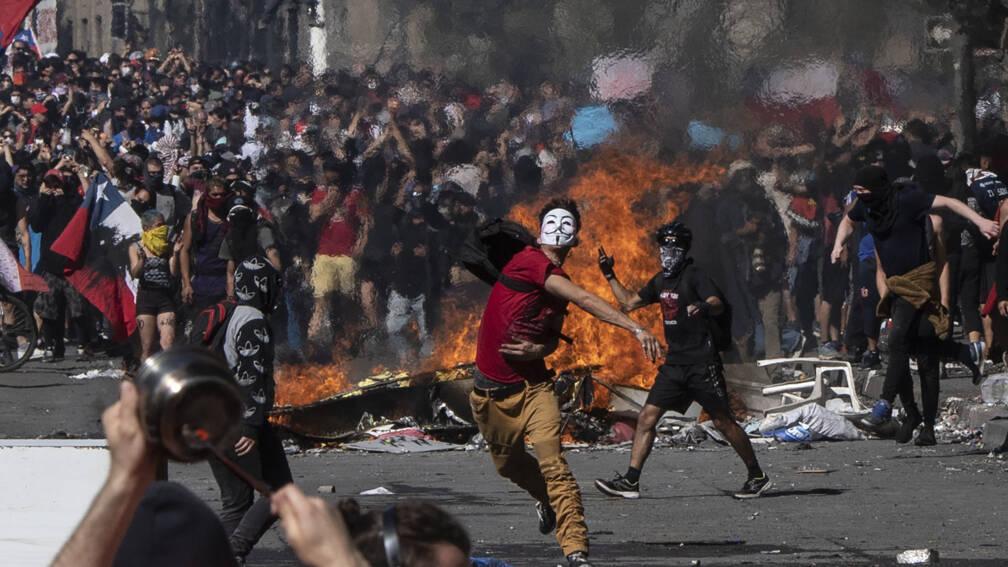 Bekijk details van President Chili kondigt hervormingen aan om rust in land terug te brengen