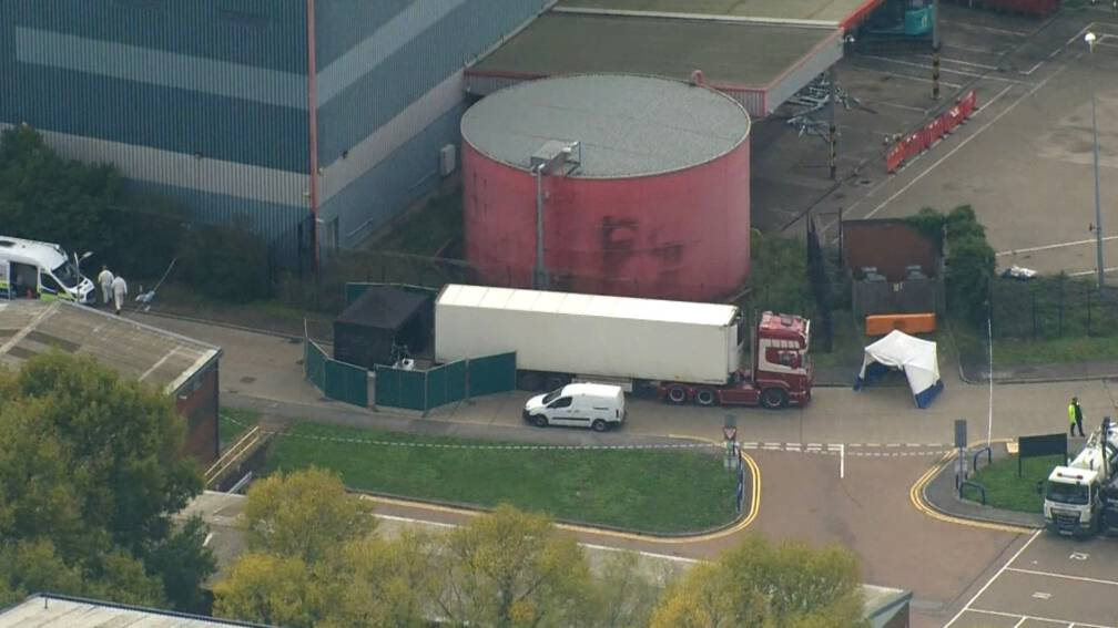 Bekijk details van 39 lichamen gevonden in vrachtwagen Engeland