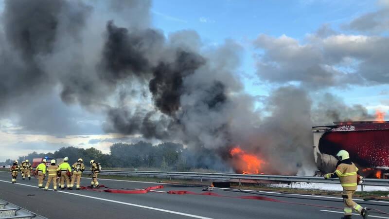 Vrachtwagenchauffeur komt om bij ongeluk op A50.