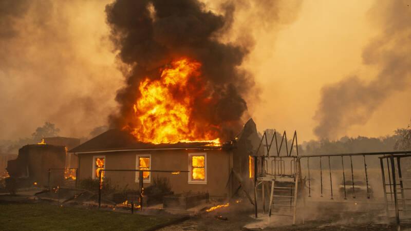 Harde wind bemoeilijkt blussen branden Californië