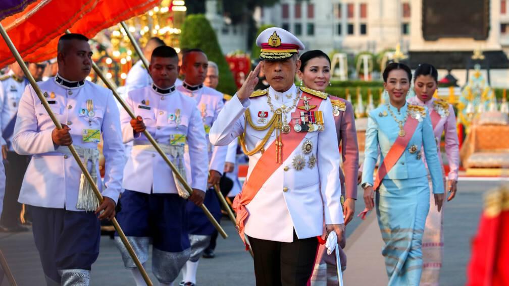Thaise koning heeft de touwtjes steeds strakker in handen