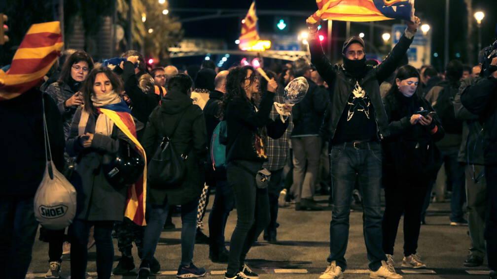 Spaanse koning met potten-en-pannenprotest onthaald in Barcelona