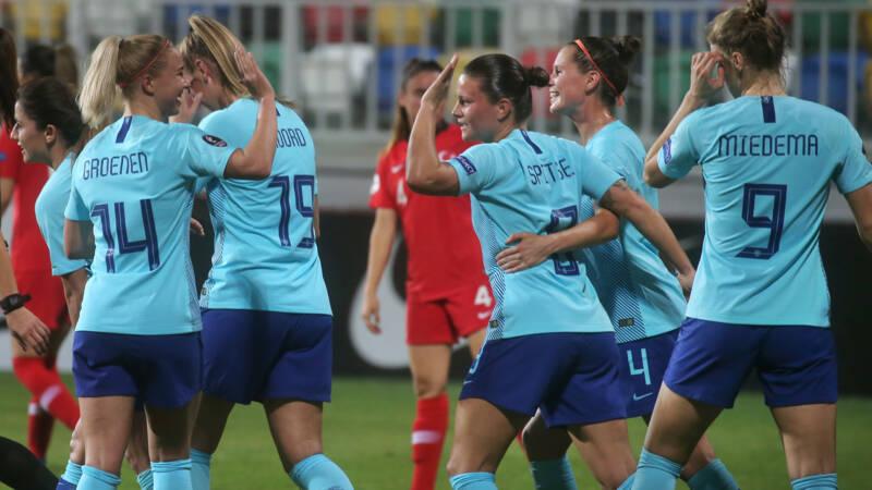 Oranjevrouwen zetten EK-kwalificatiereeks voort met grote zege op Turkije
