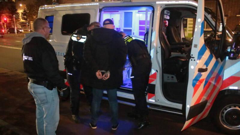 """De vijf die zijn aangehouden zijn tussen de 13 en 37 jaar oud en komen uit Den Haag"""" Met je kinderfeest Politie verhoort verdachten geweld tegen Kick Out Zwarte Piet ."""