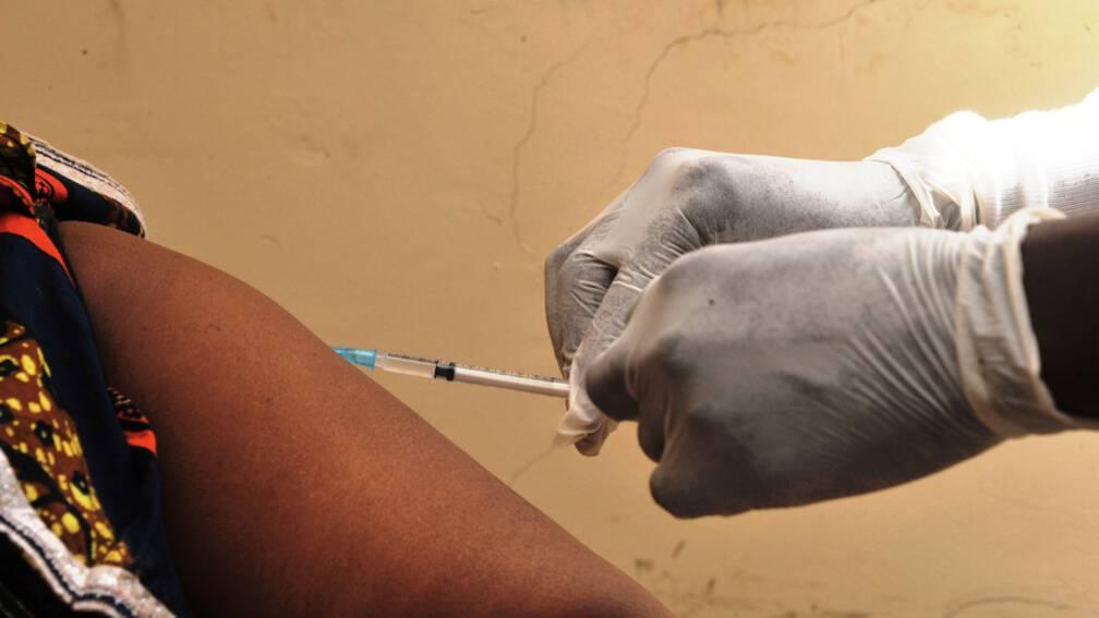 Bekijk details van WHO keurt voor het eerst ebola-vaccin goed