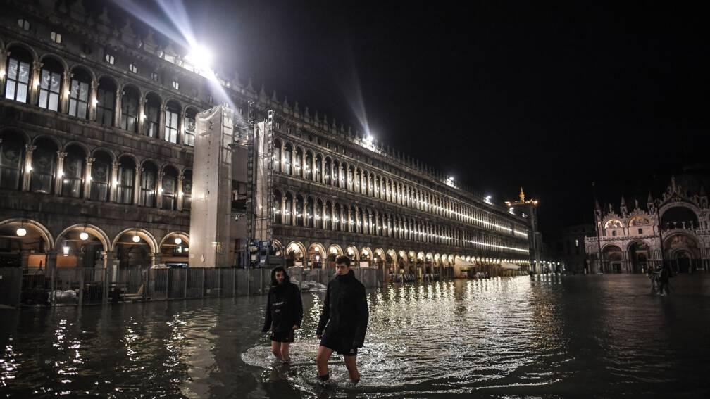 Bekijk details van Overstromingen in heel Italië na dagenlange regenval