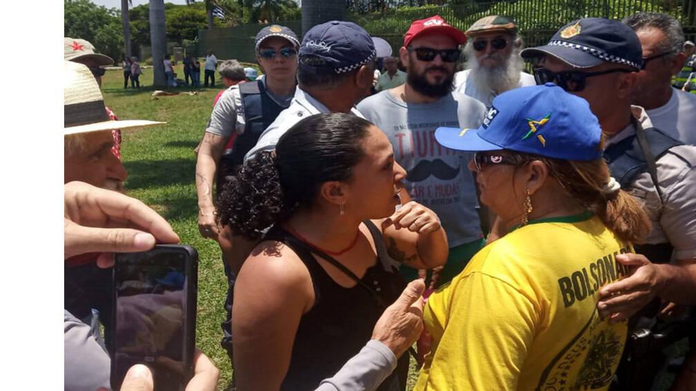 Bekijk details van Aanhangers Guaidóbestormen Venezolaanse ambassade in Brasilia