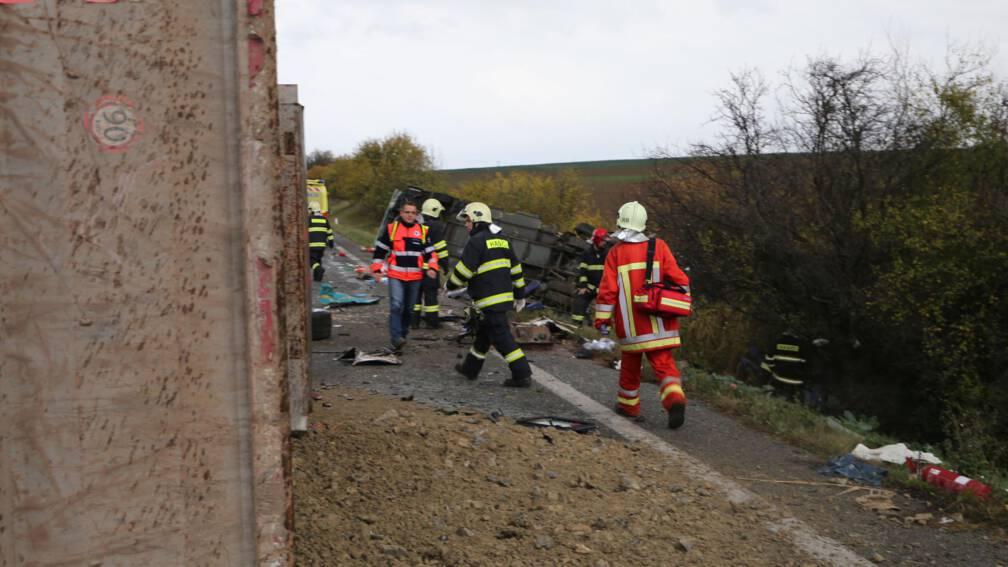 Bekijk details van Zeker 12 doden bij busongeluk in Slowakije