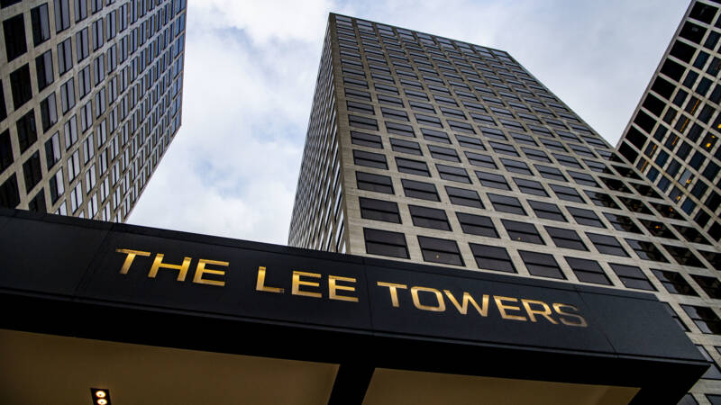 Lee Towers opent The Lee Towers in Rotterdam