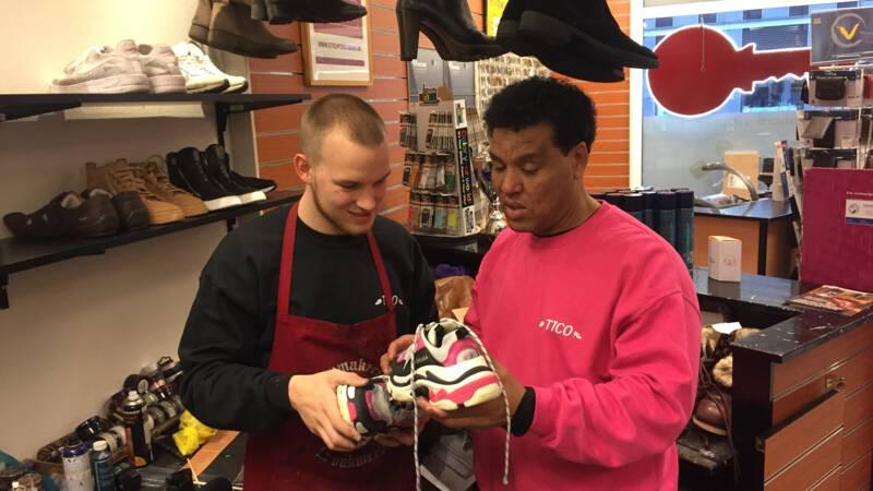 Dag van de Ondernemer: schoenmaker op bezoek bij premier Rutte - NOS