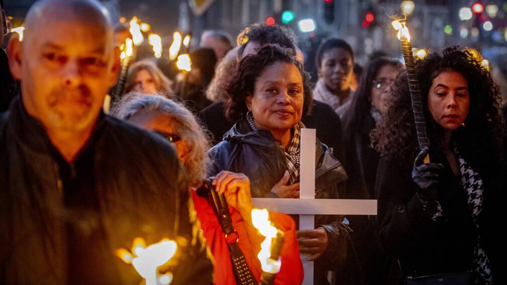 Bekijk details van Veroordeling Bouterse maakt herdenkingen Decembermoorden extra emotioneel