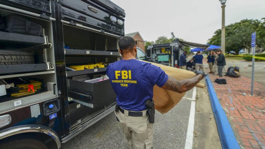 Bekijk details van FBI: schutter basis Florida handelde alleen