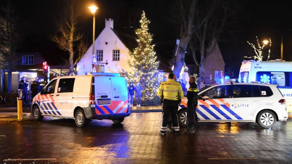 Bekijk details van Belaagde politie schiet man neer bij vechtpartij bij café in Laren